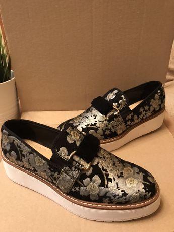 Жіноче взуття, лофери Zara