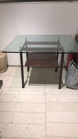 Mesa em ferro com tampo de vidro 1,10 X 1,10