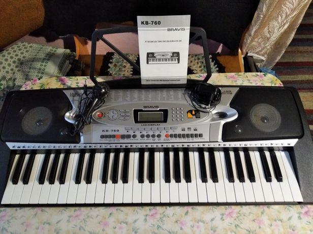 Продам синтезатор Bravis КВ-760.
