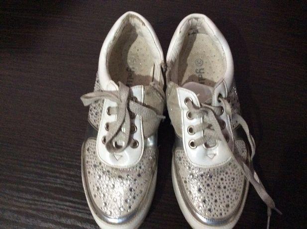 Стильные кроссовки на девочку