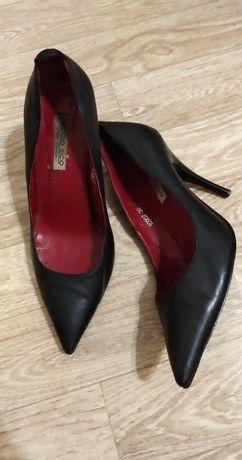 Туфли лодочки с красной подошвой (кожа)