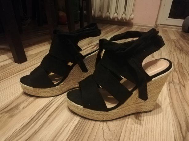 Sandały na koturnie r 39 C'm Paris