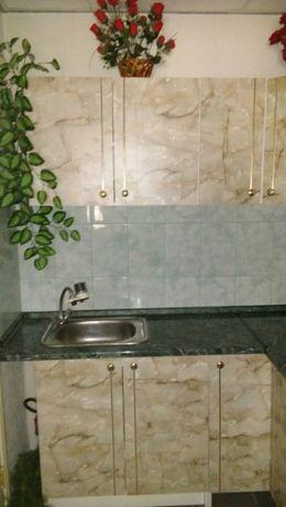 Угловая кухня под мрамор 1,85х1,85 м.