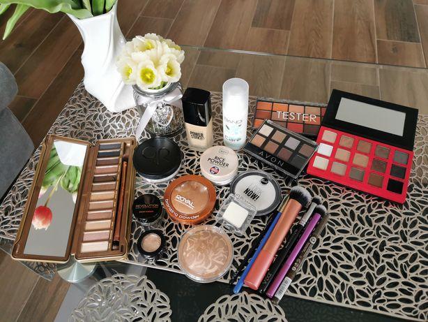 Zestaw kosmetyków, pudry, pędzle zoeva, RT, podkład, bronzer, palety