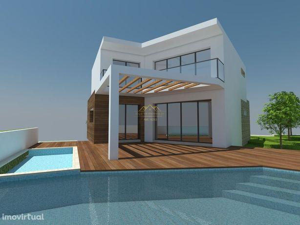 Moradia V3+1 Nova  com piscina Privada a 10min a pé da praia