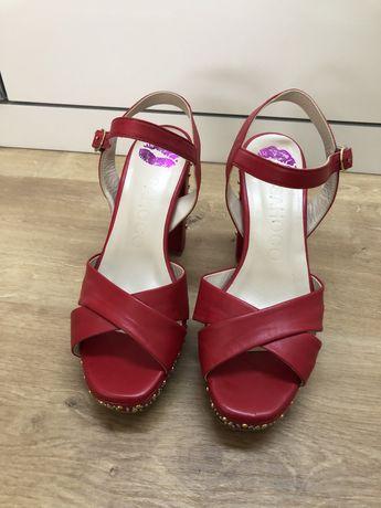 Sandálias vermelhas Sahoco 37