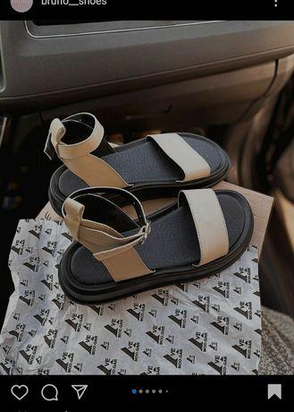 Взуття (босоніжки нові, шкіряні)
