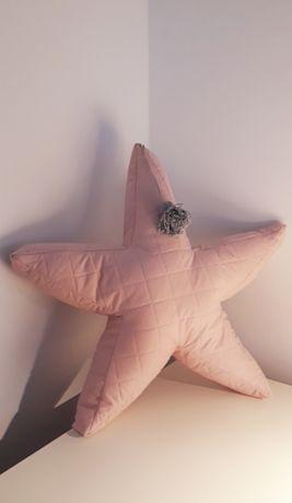 Poduszka pikowana gwiazda z pomponikiem 3D