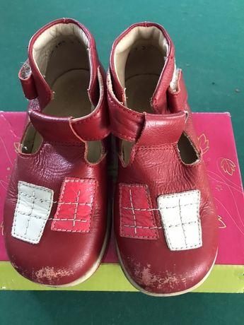 Ботинки кожаные на девочку 25 р