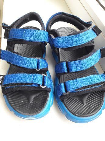 Продам босоножки сандали на мальчика 27 размер