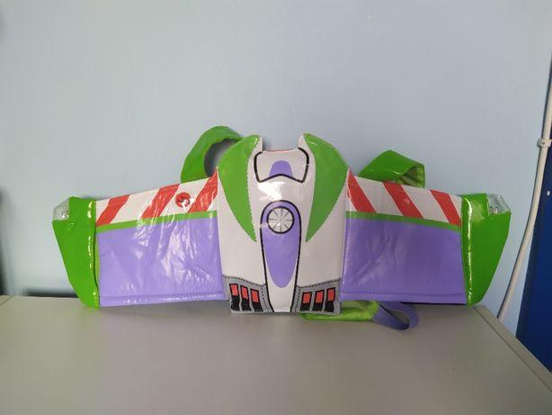 skrzydła Buzz Lightyear świecą na karnawał