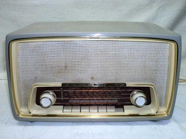 Rádio antigo Grundig a válvulas com FM, restaurado