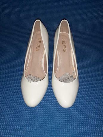 """Туфли белые """"Seven"""" (38 размер)"""