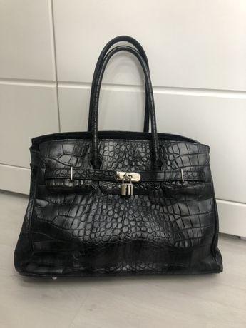 Czarna torba ze skóry naturalnej we wzór zwierzęcy