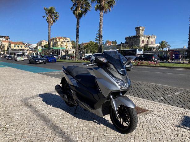 Honda Forza 125 faz tudo!