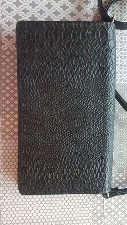 Czarna,wężowa kopertówka - torebka. Odpinany pasek. Stan idealny