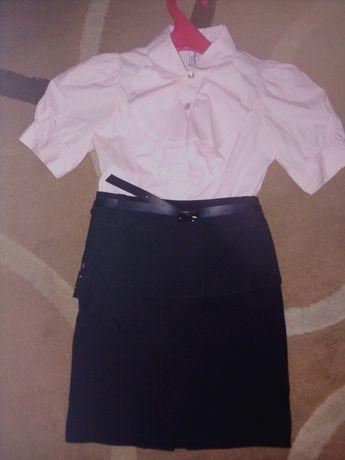 Блузка+юбка на 6-7 лет в новом состоянии школьная
