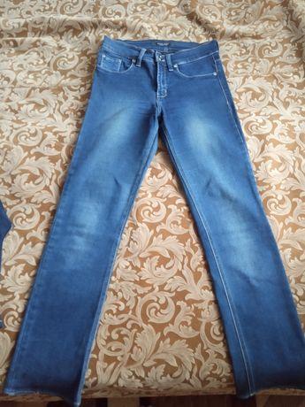 Продам женские джинсы