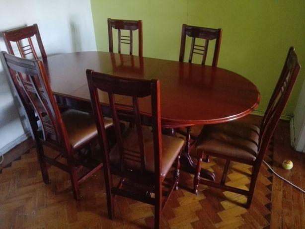 Mesa em madeira e 6 cadeiras em leilão até dia 30 de julho