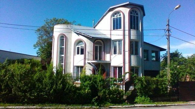 Продам власний будинок з комерцією в центрі міста