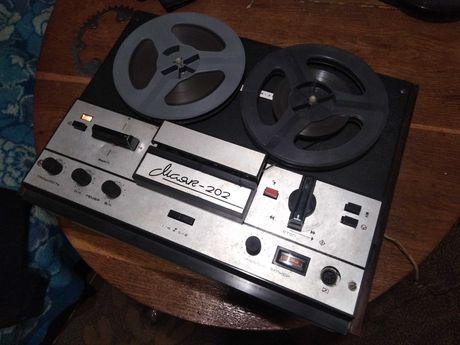 Магнитофон катушечный маяк 202 1974 года выпуска.