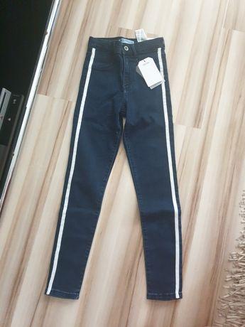 Zara spodnie jeans 134 z lampasem