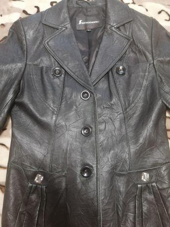 Продам кожаную куртку на 44 размер
