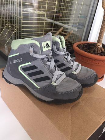 Демисезонные ботинки Adidas. Демисезонные ботинки для мальчика.