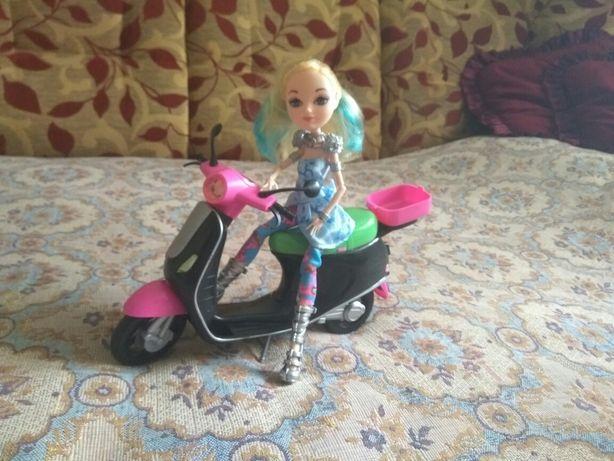 Кукла на мопеде