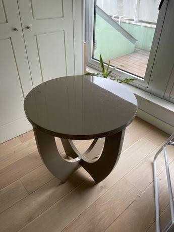 Mesa redonda em madeira lacada