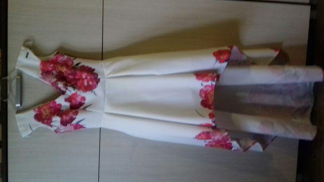 Sukienka z długim tyłem asymetryczna w kwiaty