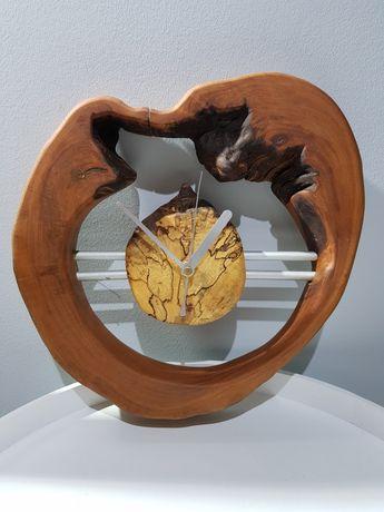 Ciekawy Zegar ścienny Quartz w drewnie