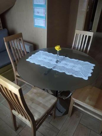 Szklany stolik i 4 drewniane krzesła