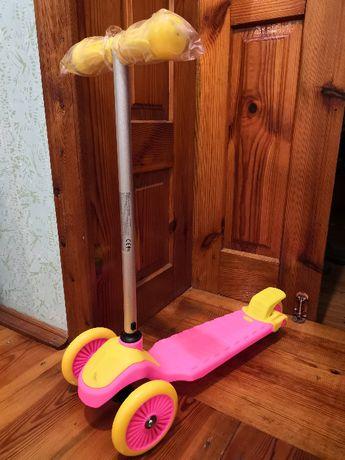 Самокат рожевий дитячий на 50 кг