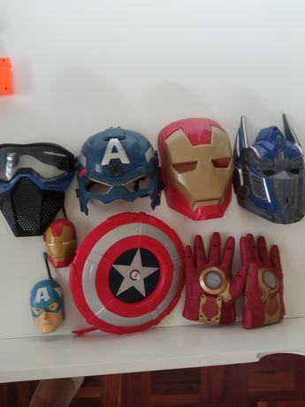 Máscaras Marvel e outros