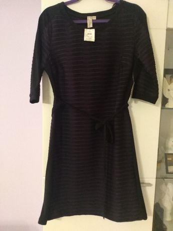 Sprzedam nową czarno-fioletową, wysmuklającą sukienkę w rozmiarze 42 (