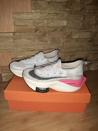 Кроссовки Nike..