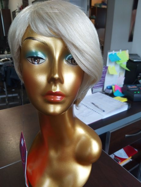 Peruka sztuczne krótka Blond platyna asymetria grzywka 7746 SONYA 613
