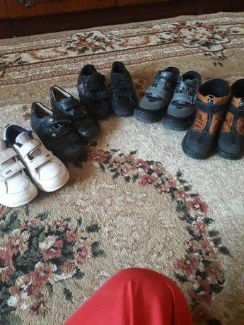 Дитяче взуття на хлопчика. Розмір 30-31.