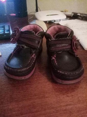 продам фирменые кожаные Forst Shoes ботиночки на девочку
