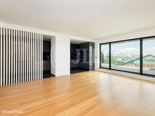 Apartamento T4, novo, com terraço, vista e garagem, nas A...