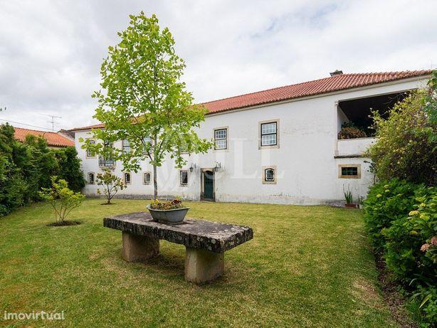 Herdade do séc. XVIII com piscina e jardim na Vacariça, M...