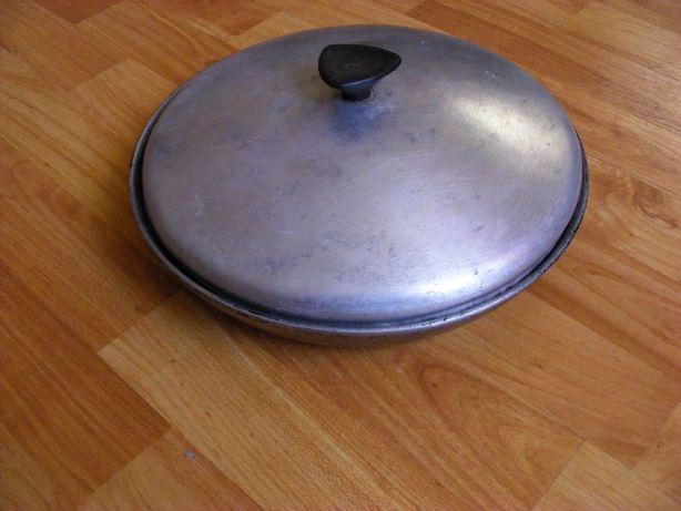 Сковорода с крышкой и крышка стеклянная.