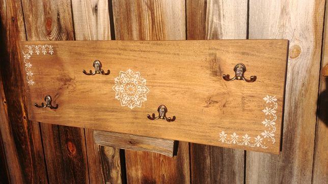 Drewniany wieszak do przedpokoju
