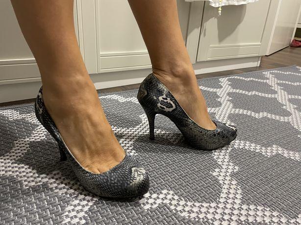 Sapatos salto alto Foreva