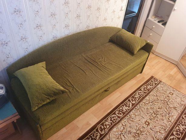 Zielony tapczan, łóżko, kanapa