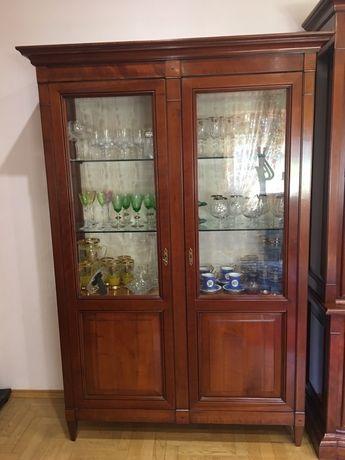 Шкафы для посуды (витрина). Италия