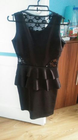 Sukienka z baskinką i koronka
