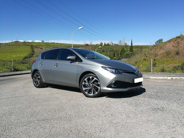 Toyota Auris 1.8 HSD hibrido Confort +P. SPORT