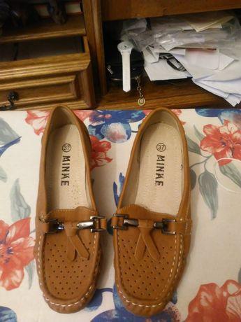 Buty w modnym kolorze mokasyny